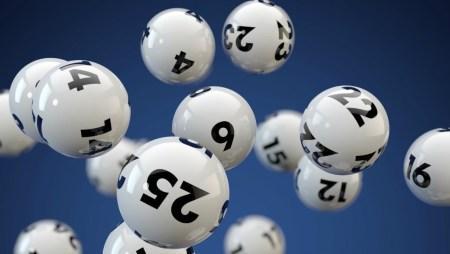 Pourquoi les gens jouent à la loterie malgré une fine chance de gagner?
