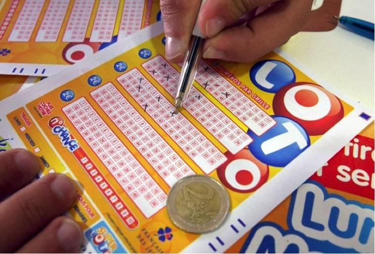 Pourquoi les gens jouent à la loterie malgré une fine chance de gagner