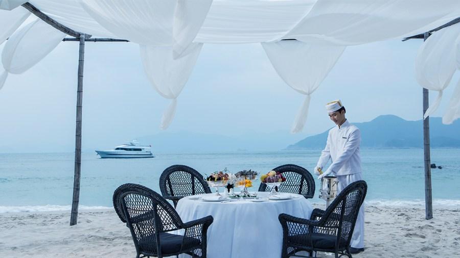 A four-day luxury getaway to Hong Kong