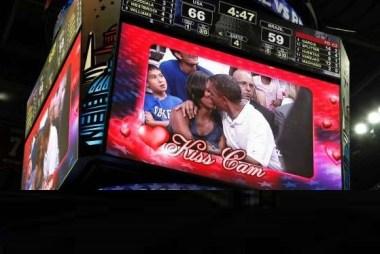Michelle and Barack Obama kiss