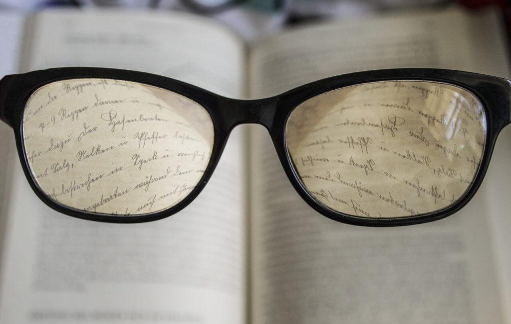 Leggere migliora la nostra lingua parlata e scritta (e ti rende più intelligente).