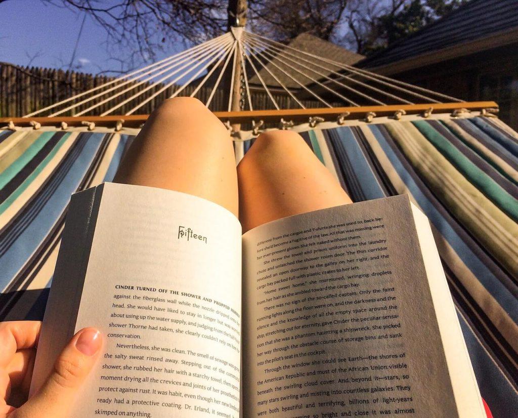 Leggere rilassa e ti fa evadere dalla realtà.
