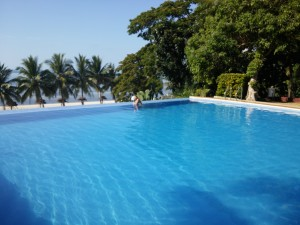 Infinity pool close to the entrance.
