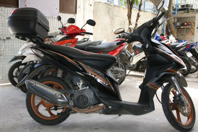 Rent scooter Cebu suzuki