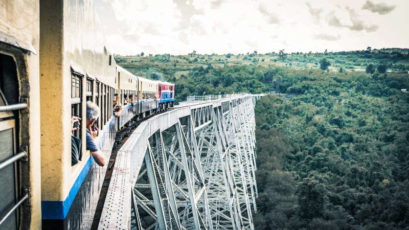 Myanmar train, Goteik Viaduct