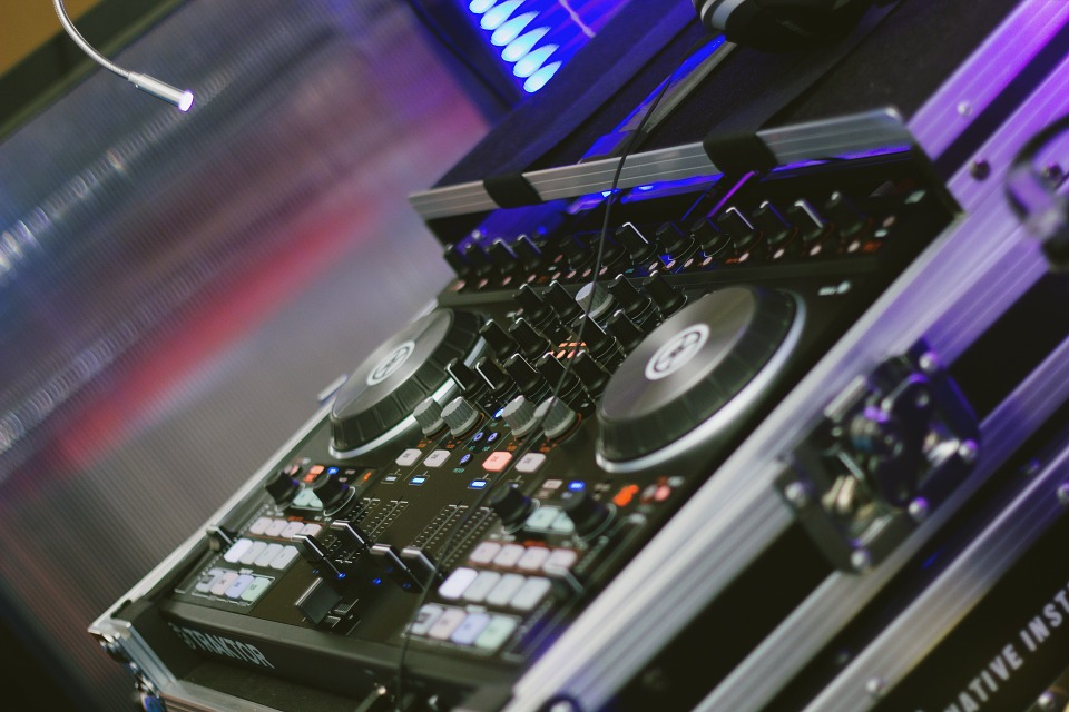 How a Dj Service Price Structure is Determined