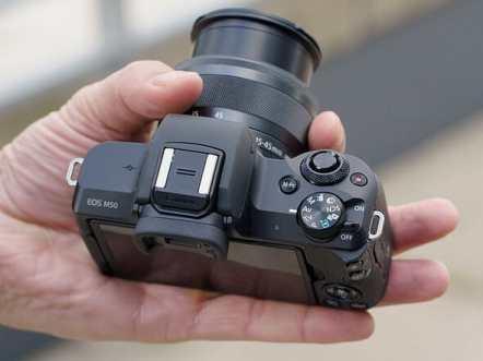EOS-M50-hand
