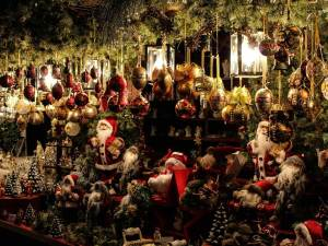 Christmas Decorations | Book FHR Travel Blog