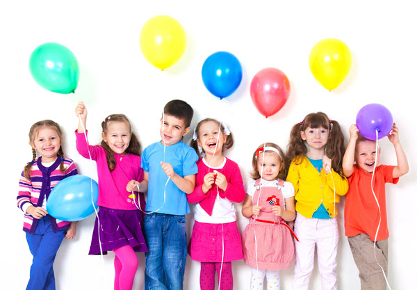 How to Entertain Kids in Common Places Using Balloons