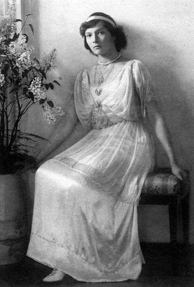 """Czy Tatiana Romanowa, córka cara Mikołaja II, rzeczywiście zginęła razem z całą rodziną z rąk bolszewików? """"Sekret Tatiany""""."""