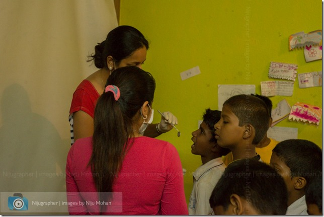 Dental_Checkup_at_Chimbel_by_Dr_Fernando_Noronha_and_teamMobile_Outreach_Program_Bookworm_Kannio_Initiatives-Nijugrapher-DSC_7032