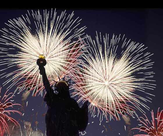 statue_of_liberty_with_fireworks