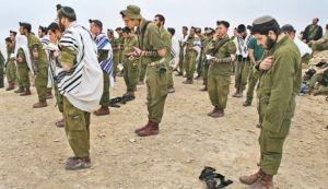 Israeli soldier praying