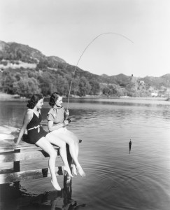 Black and white vintage picture of two women fishing and discussing the 4% Rule