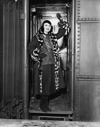 Vintage black & white photo of woman in door of train wanting to discuss the 11 critical questions one must ask before buying an annuity.