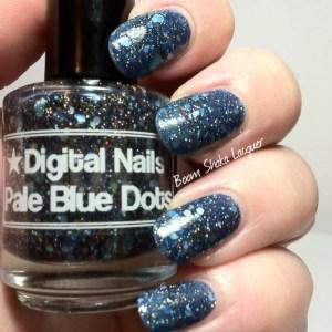Digital Nails - Pale Blue Dots