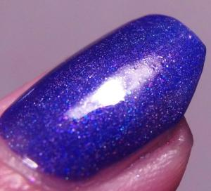 Royal Lacquer - Violet Twist (Macro)