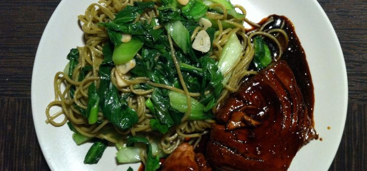 Teriyaki de tonyina i fideus soba verds