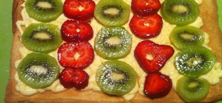 Pasta fullada amb crema pastissera i fruites