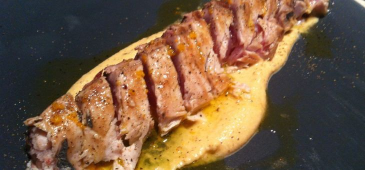 tataki de tonyina amb hummus d´ametlles