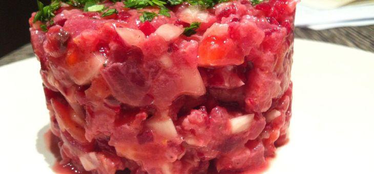 Tartar de tonyina amb remolatxa i maduixes