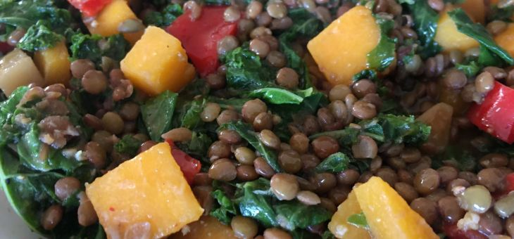 Llenties amb col kale i carbassa