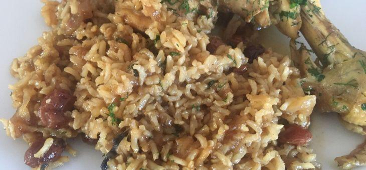 Pollastre amb ceba caramelitzada i arròs especiat