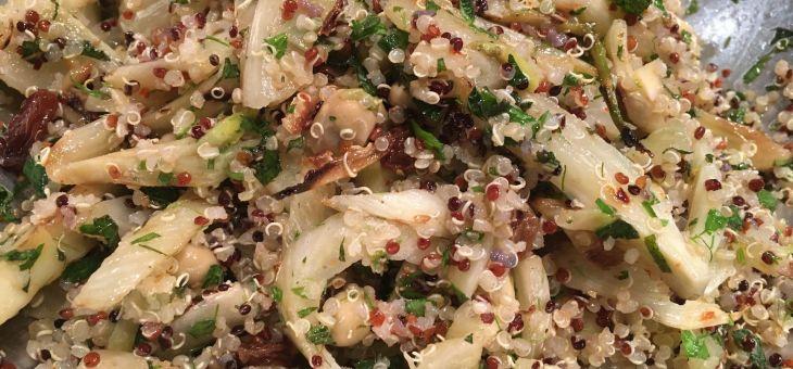 Amanida de quinoa, fonoll, favetes i herbes aromàtiques