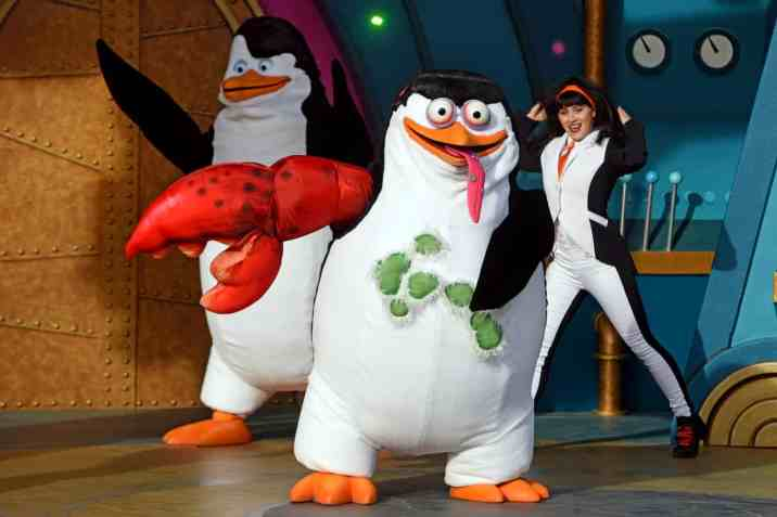 Skipper transforms!Penguins of Madagascar Live! Operation Cheezy Dibbles