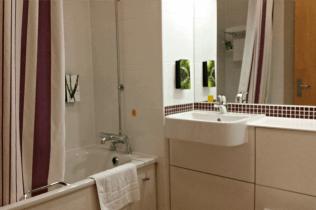 Warwick Premier Inn - Bathroom