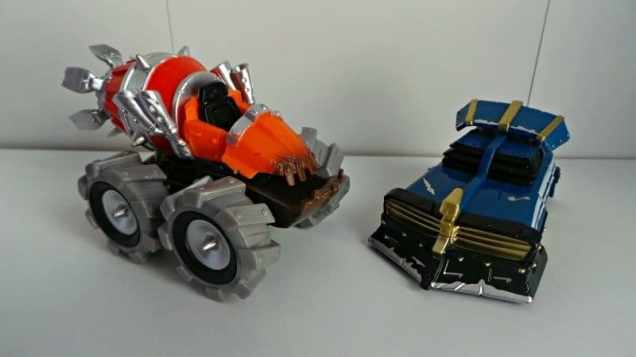 Skylanders Superchargers Thump Truck and Shield Striker