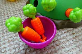 University Games Bunny Jump - Carrots and basket