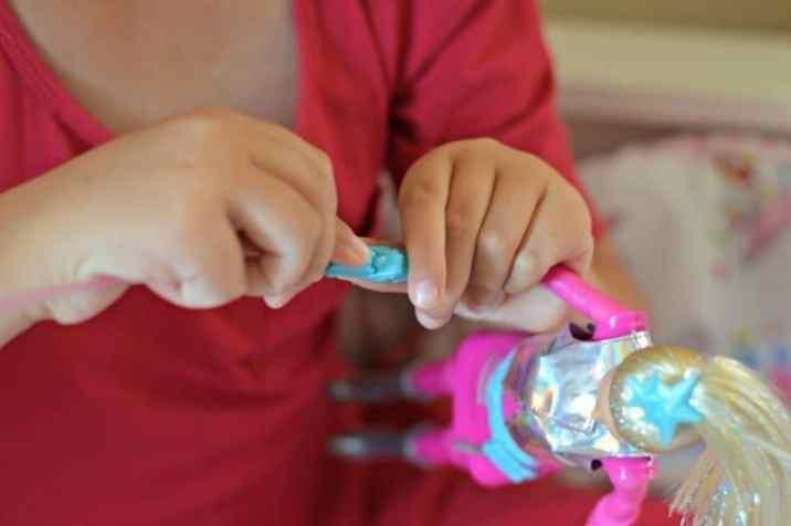 barbie-star-light-adventure-galaxy-barbie-doll-cat-leash