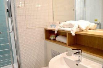 butlins-minehead-seaside-apartment-bathroom