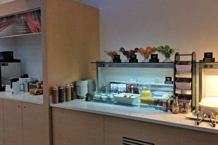 ibis-manchester-portland-street-breakfast-smoothies