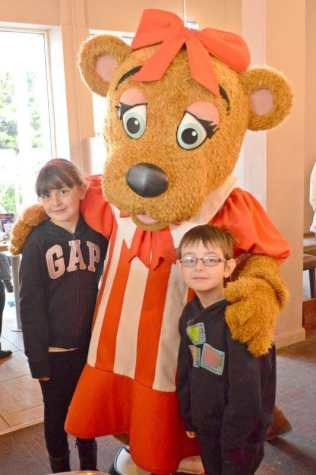 butlins-just-for-tots-bonnie-character-breakfast