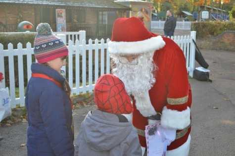 drayton-manor-magical-christmas-roo-and-tigger-with-father-christmas