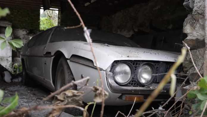 Det er ikke noget nyt, at superbiler efterlades og først findes frem igen mange år senere. Denne Lamborghini Espada har dog ikke været på vejene i mere end 30 år.