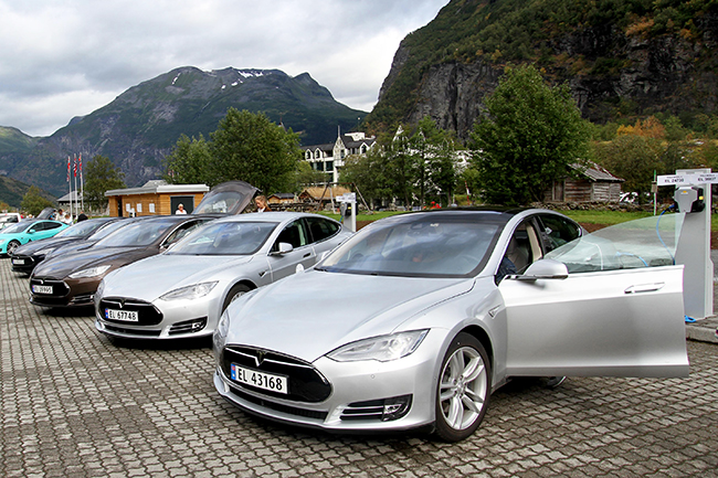 I Norge sælges der nu langt flere nye elbiler end benzin- og dieselbiler.