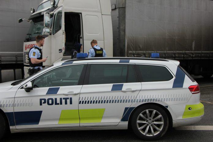 Fire dages kontrol af tunge køretøjer på Bornholm gav politiet 28 sager om fejl og mangler på køretøjerne. Flere chauffører kørte rundt med bremsefejl og kritiske dækskader.