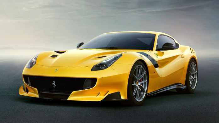 Ferrari har efterhånden ikke rigtig noget valg - hvis italianerne vil holde liv den legendariske V12-motor, skal der strøm til.