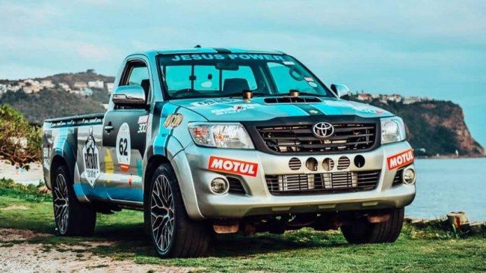 Francois Fritz' Toyota Hilux kører med 5-liters V12-motor fra limousinen Toyota Century - Francois har tilføjet dobbelte Garrett-ladere