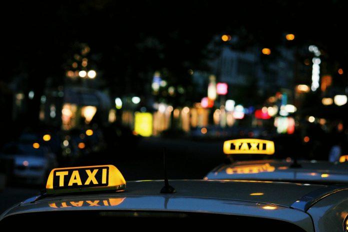 En taxachauffør er lørdag aften blevet taget for vanvidskørsel af Købehavns Politiet - hastigheden var langt over dobbelt af det tilladte.