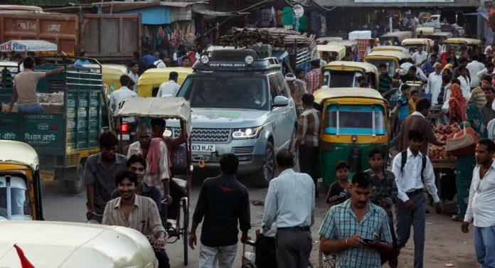 Indiens transportminister vil have trafikkens kakofoni af tudende bilhorn udskiftet med fløjtelyde og sitar-musik.