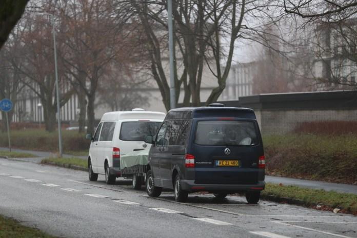 Med en halv times mellemrum fik to bilister beslaglagt deres biler, fordi de kørte alt for stærkt på en vej i Næstved.