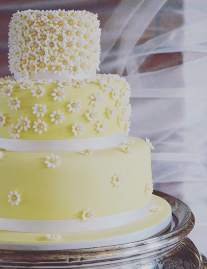 Daisy flower yellow wedding cake