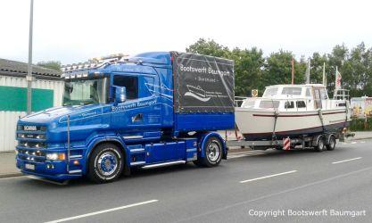Rücktransport einer Motoryacht nach Refit durch Bootswerft Baumgart in den Heimathafen am Ijsselmeer in den Niederlanden