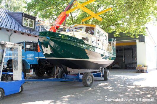 Kranverladung Motoryacht