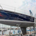 Kranen einer Segelyacht am Gardasee