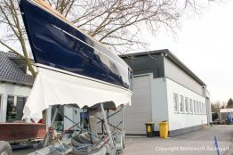 Fertig lackierte Comfortina 38 auf dem Werftgelände der Bootswerft Baumgart in Dortmund